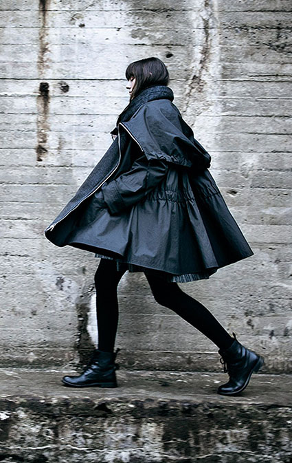 McVerdi drawstring hooded raincoat with two-way zipper and fleece lining.