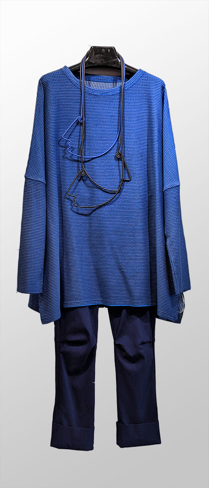 Elemente Clemente reversible cobalt blue knit oversize top, over Vespa pant in Oxford blue.