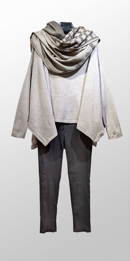 Mes Soeurs et Moi faux-shearling full pullover, over Hudson pant in Onyx grey. Paired with an Elemente Clemente reversible wool shawl in tones of grey.