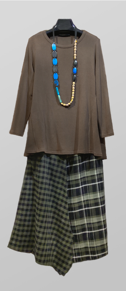 Neirami cozy knit tunic in chocolate brown, over Mama B pattern-blocked culottes in cotton flannel.