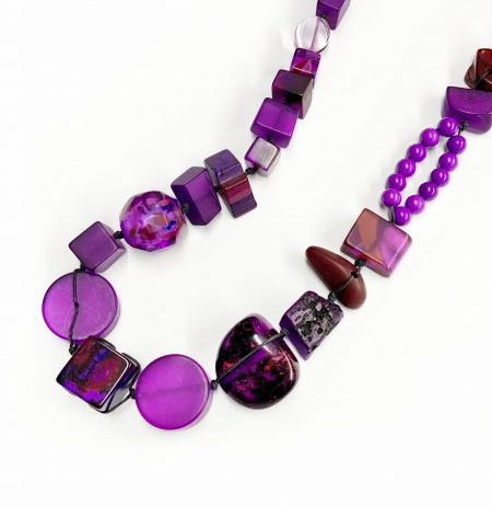 Sobral classic resin stones necklace in Royal purple.