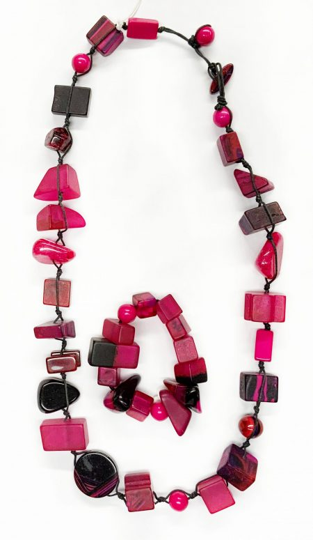 Sobral classic resin stones necklace and matching bracelet in Hot pink.