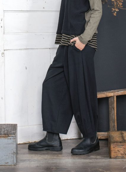 Mama B french terry relaxed pants in black.