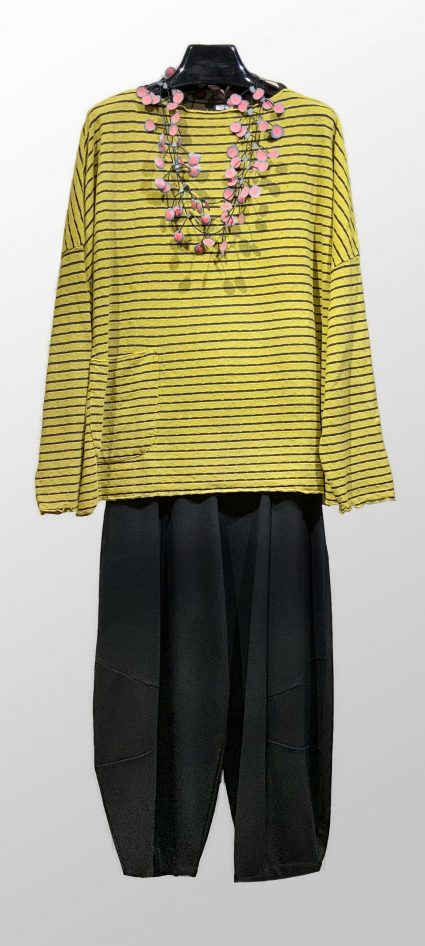 Motion onesize tencel-blend pullover, in Daffodil yellow. Over Mes Soeurs et Moi double knit bubble pants.