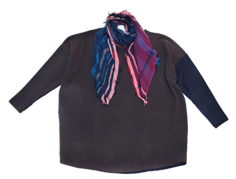 Mama B onesize cozy knit pullover, paired with a Tamaki Niime 100% cotton gauze scarf.