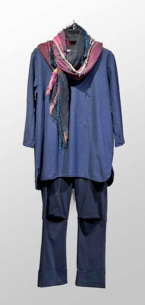 Motion cotton-linen blend hi/low tee, over Vespa pants in Navy blue. Paired with a medium Tamaki Niime 100% cotton shawl.