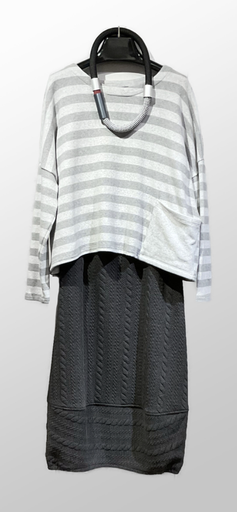 Mes Soeurs et Moi cozy knit boxy stripe topper, over a Motion bubble skirt in a faux-cable textured doubleknit.