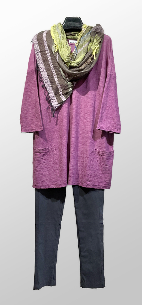 Motion onesize two-pocket tunic in Amethyst, over Hudson pants in slate grey. Paired with a Tamaki Niime 100% cotton shawl.