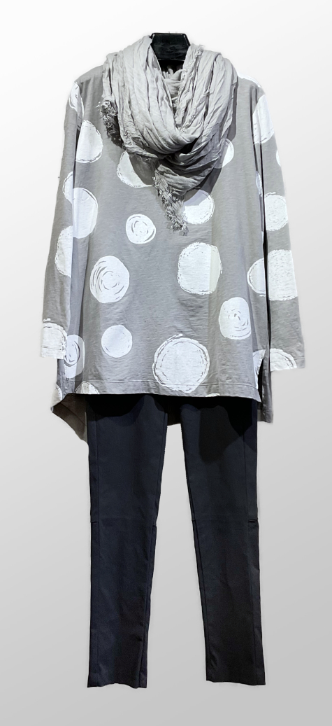 Moyuru grey and white dot-print tunic, layered over Hudson pants in black. Paired with a Mama B lightweight silk-viscose shawl.