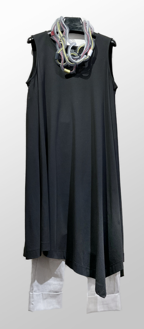 Moyuru sleeveless asymmetric tunic, over Vespa pants in ash grey.