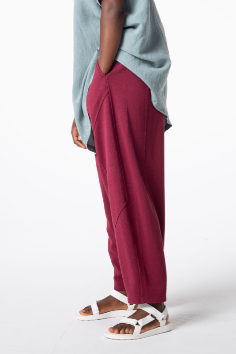 Oska hemp-cotton knit trousers in berry red.
