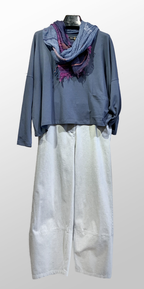 Mes Soeurs et Moi cropped boxy tee, over Elemente Clemente brushed cotton trousers.