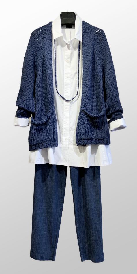 Mes Soeurs et Moi plush knit cozy cardigan, over a Mes Soeurs et Moi a-line cotton blouse. Paired with Mes Soeurs et Moi straight-leg denim pants.
