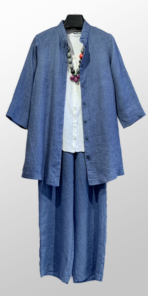 Flax 100% linen blouse, over a Motion cotton-linen swing cardigan. Layered with Flax 100% linen floods in a denim blend.