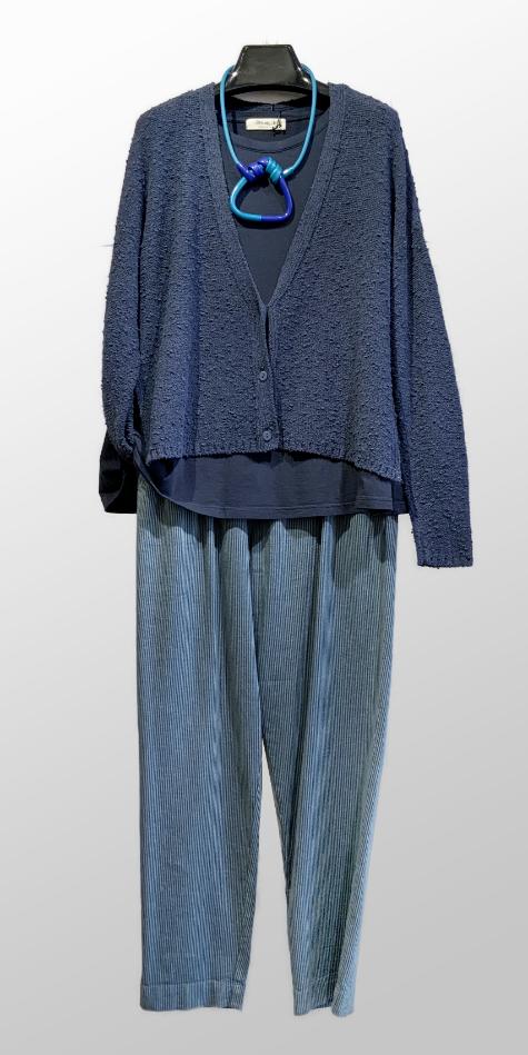 Mes Soeurs et Moi slub knit soft cardigan, over a Mama B short sleeve knit tee. Paired with Mes Soeurs et Moi striped slim-leg pants.