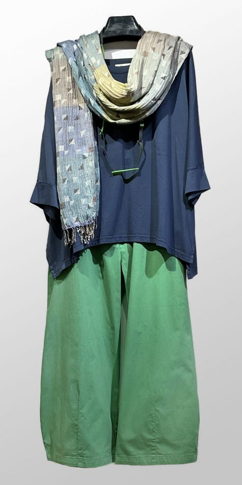 Mama B boxy cotton knit tee, over Mes Soeurs et Moi brushed cotton cropped pants.