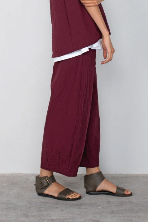 Mama B relaxed crinkle pants in Berry red.