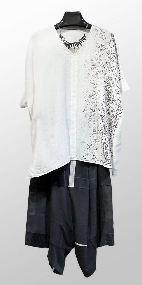 Elemente Clemente 100% linen printed boxy top, over Tamaki Niime 100% cotton drop-rise pants.