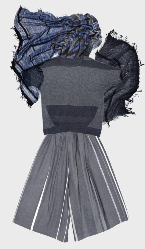 Tamaki Niime short-sleeve onesize bubble tee, over Tamaki Niime 100% cotton cropped wide-leg pants. Paired with a big Tamaki Niime 100% cotton gauze shawl.