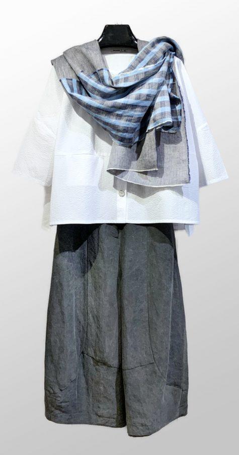 Mes Soeurs et Moi white seersucker summer cardigan, over Neirami linen taffeta bubble pants. Paired with an Elemente Clemente Irish linen scarf.