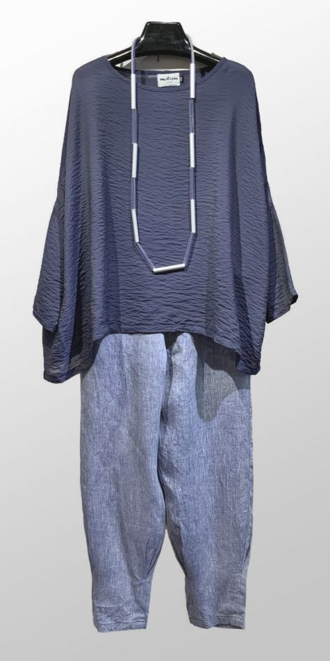Motion onesize parachute rayon top, over Elemente Clemente Irish linen tucke pants.