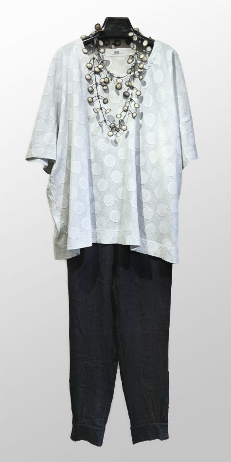 Moyuru dotted gauze onesize top, over Elemente Clemente linen sweatpants.