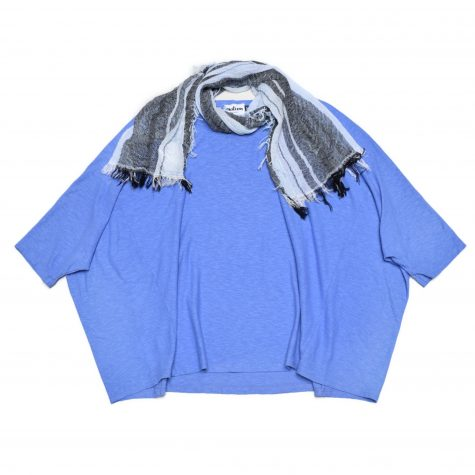 Motion cotton-linen onesize boxy pullover, in periwinkle blue. Paired with a small Tamaki Niime 100% cotton gauze scarf.