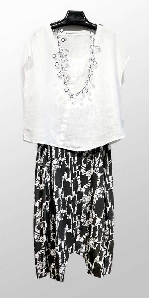 Elemente Clemente boxy linen cap-sleeve top, over Mama B drop-rise cotton knit pants.