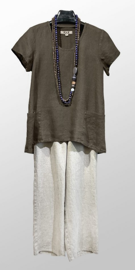 Flax 2-pocket short-sleeve tunic, over Flax floods in Natural.