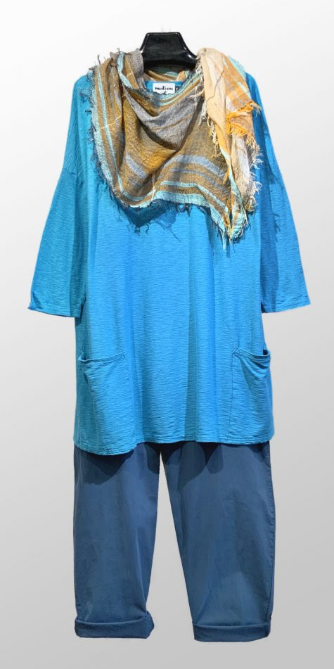 Motion smaller 2-pocket tunic in turquoise blue, over Mes Soeurs et Moi brushed cotton trousers. Paired with a small Tamaki Niime 100% cotton scarf.