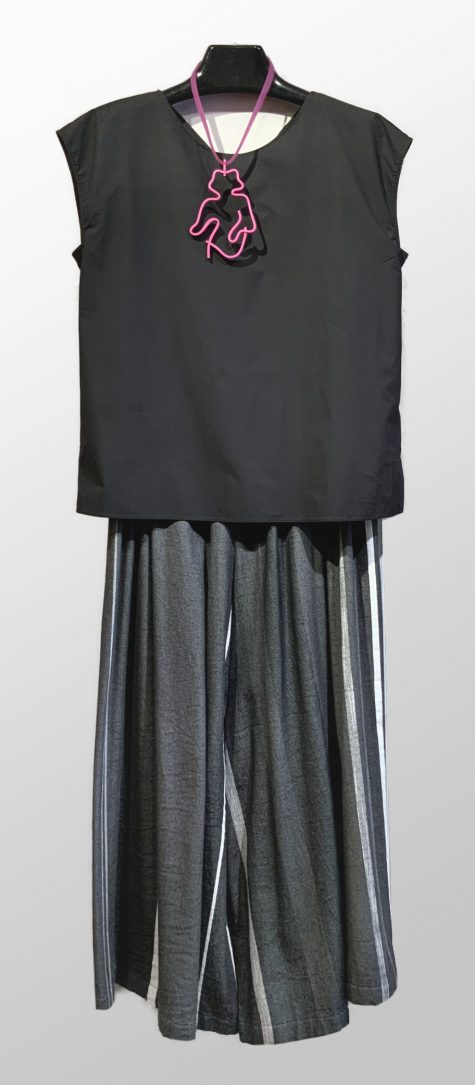 Motion reversible cotton blouse with a shirred tail, over Tamaki Niime 100% cotton wide-leg cropped pants. Paired with a Samuel Coraux figure necklace.