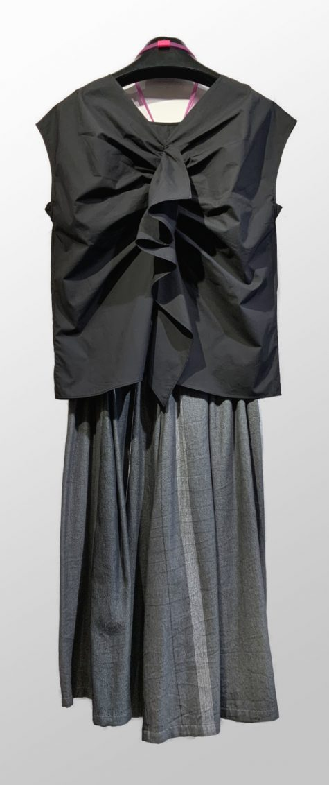 Motion reversible cotton blouse with a shirred tail, over Tamaki Niime 100% cotton wide-leg cropped pants.