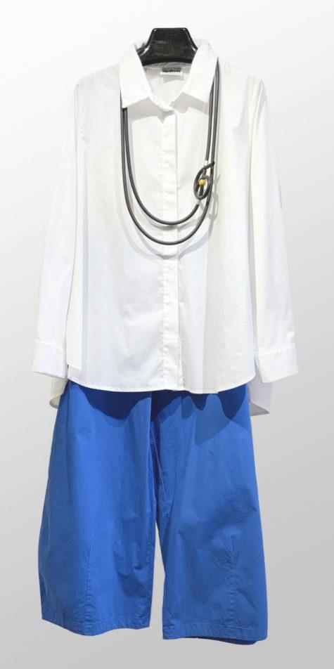 Motion cotton blouse with a pleated back, over Mes Soeurs et Moi brushed cotton bubble pants.