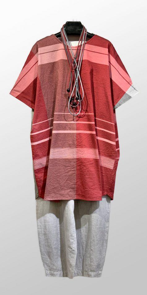 Tamaki Niime onesize reversible cotton tunic, over Elemente Clemente linen trousers.
