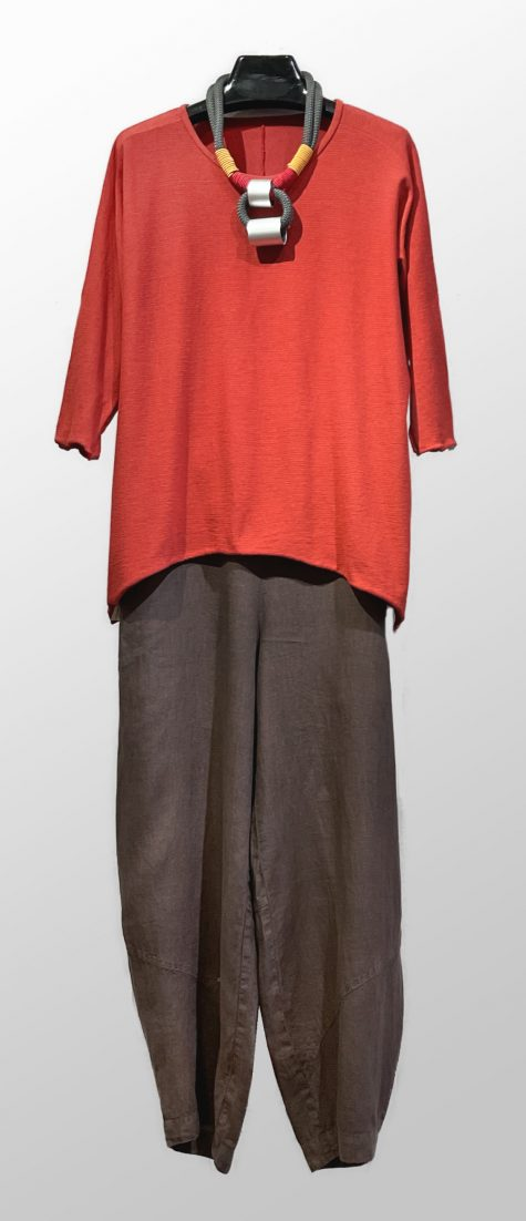 Tamaki NIime 100% cotton 3/4 sleeve tee, over Oska 100% linen trousers. Paired with a Christina Brampti collar.