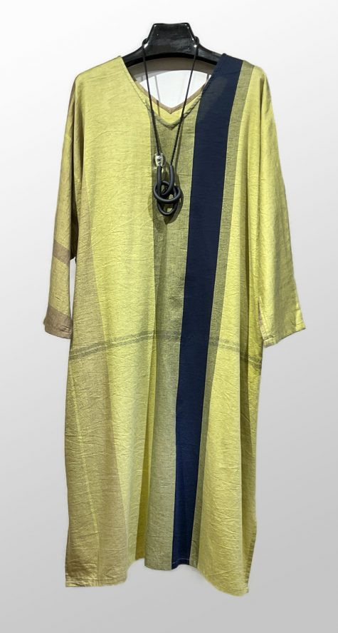 Tamaki Niime 100% cotton 3/4 sleeve caftan. Paired with a Samuel Coraux knotted pendant.