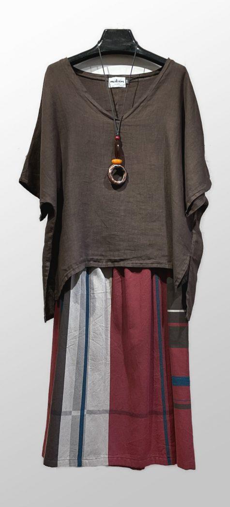 Motion 1onesize 100% linen v-neck top over a Tamaki Niime 100% cotton skirt.