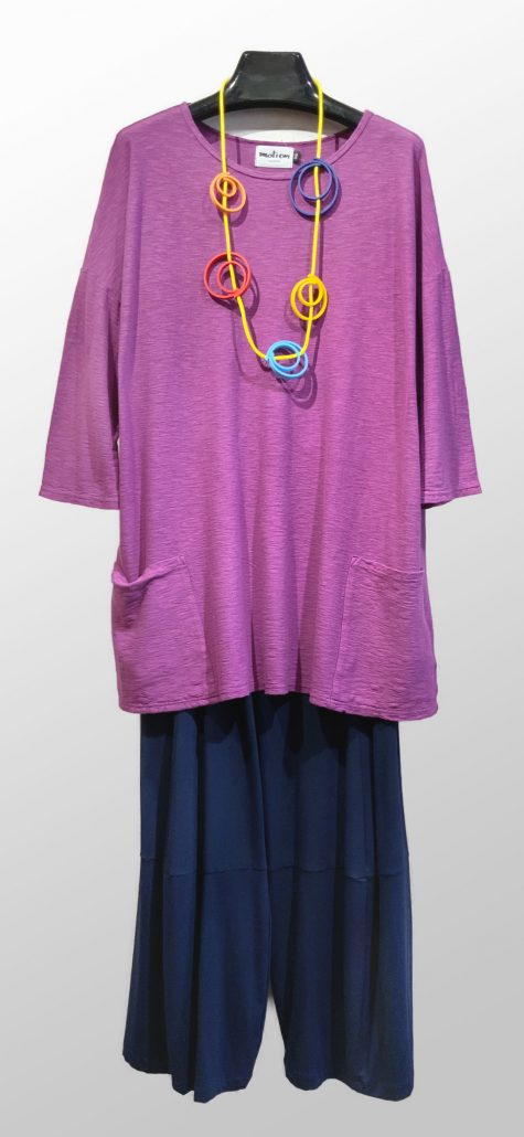 Motion onesize 2-pocket tunic, over Motion bamboo rayon knit bubble pants in navy blue. Paired with a Samuel Coraux colorful necklace.