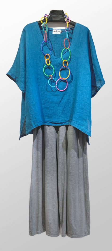 Motion onesize linen v-neck top, over Motion cotton-linen knit darted pants. Paired with a colorful Samuel Coraux necklace.