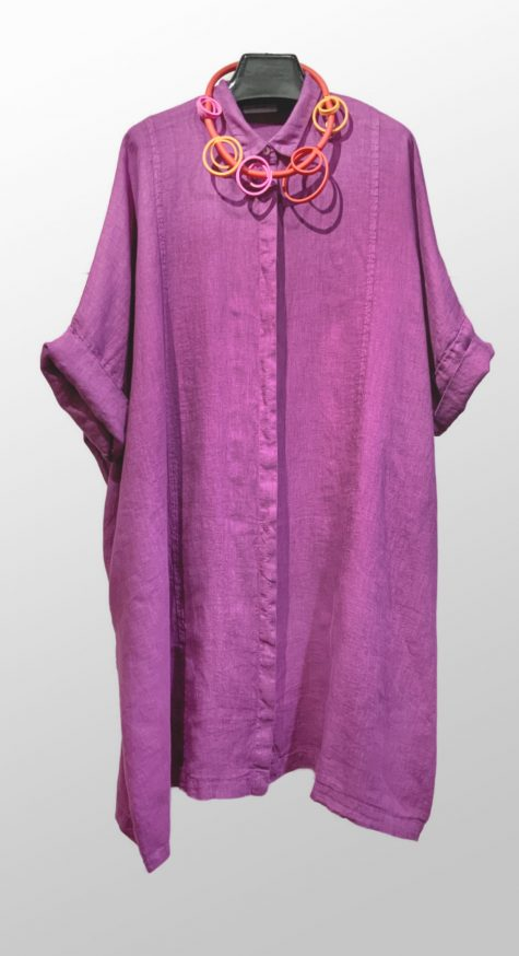 Motion 100% linen kimono shirtdress, paired with a colorful Samuel Coraux necklace.