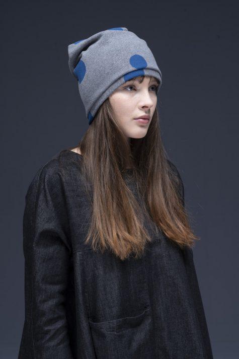 Neirami cozy knit doted hat.