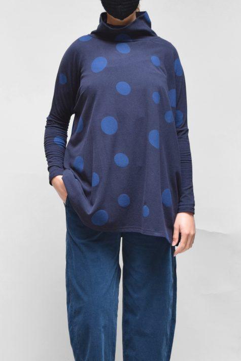 Neirami cozy knit boxy dotted turtleneck in blue. Layered over Oska corduroy pants.