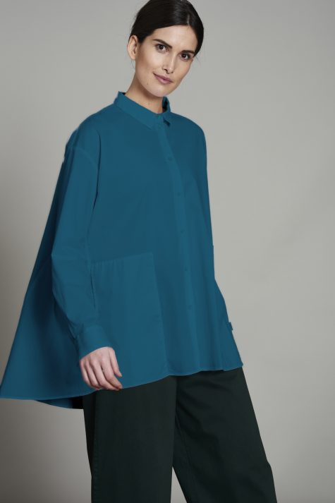 Elemente Clemente loose cotton blouse with pockets.
